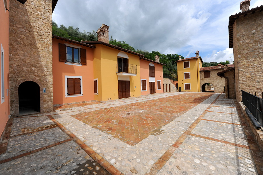 Apartments for sale rent in umbria brand new for Rent a house in tuscany